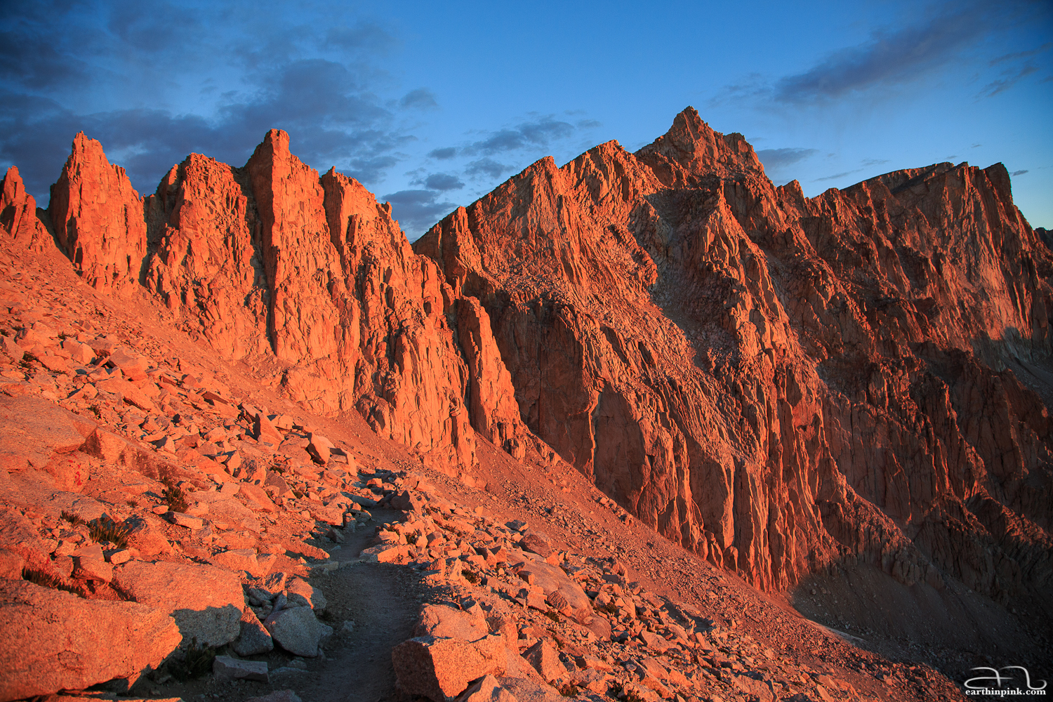 The sunrise illuminating the peak of Mt. Whitney (4418m), the highest point in the continental US