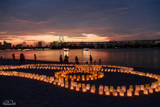 Paper lanterns and stunning sunset colors in Odaiba.